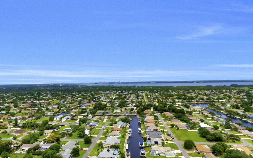 1626 SE 11th Terrace, Cape Coral - Home For Sale 905638251