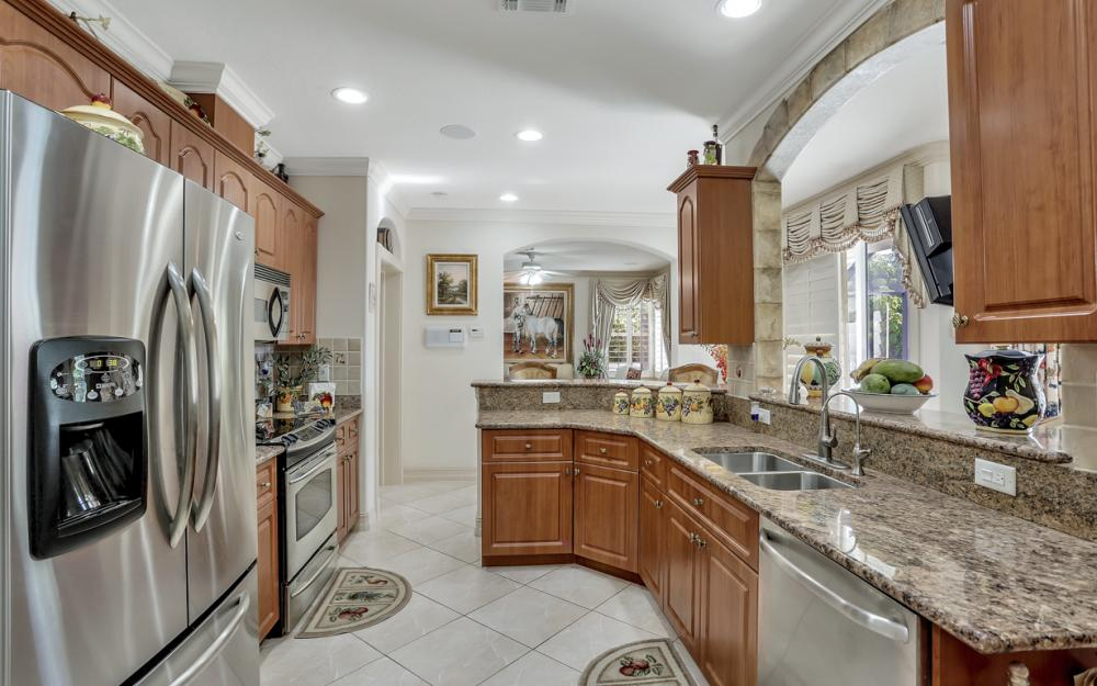 22 Madison Drive, Naples - Home For Sale 1737387193
