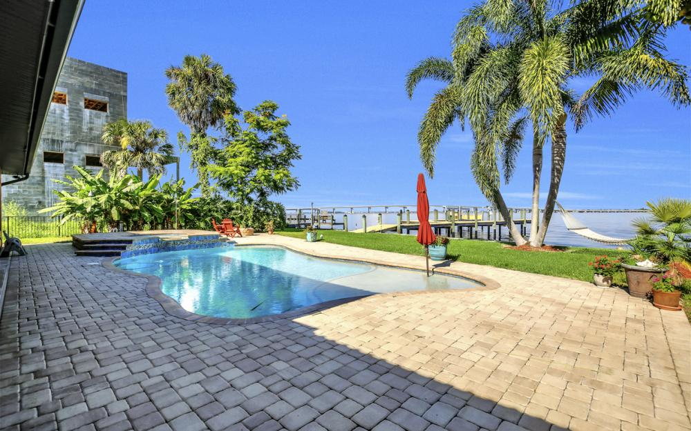 3978 W Riverside Dr, Fort Myers - Water Front Luxury Home 1135126316