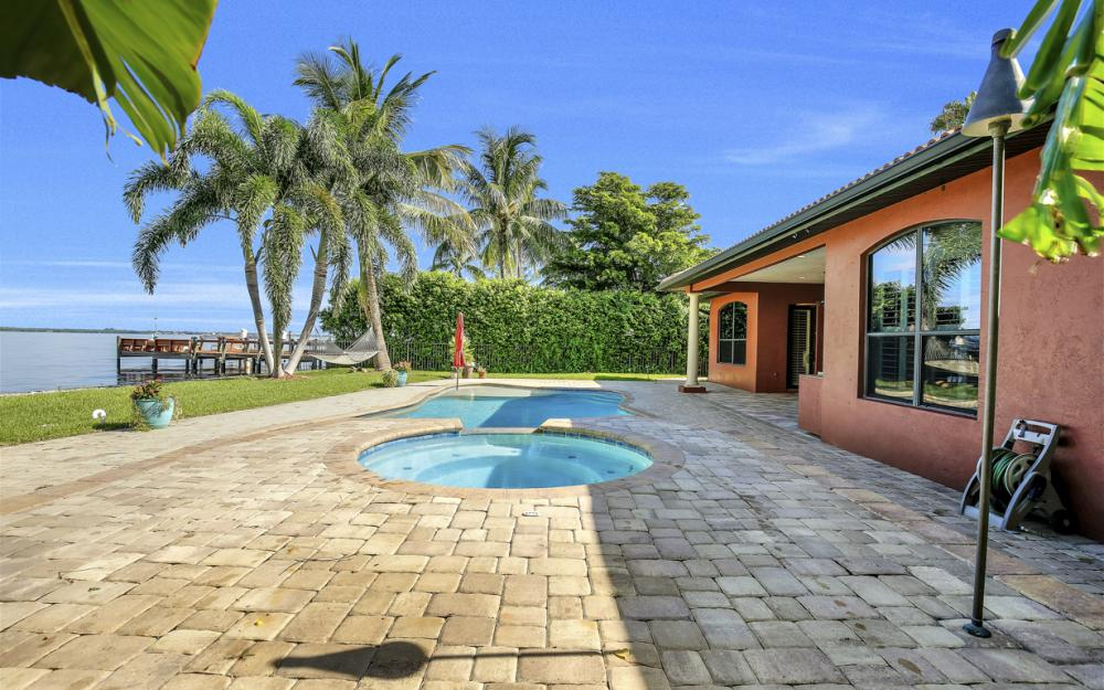 3978 W Riverside Dr, Fort Myers - Water Front Luxury Home 500204110