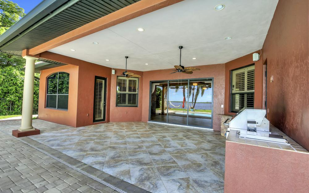 3978 W Riverside Dr, Fort Myers - Water Front Luxury Home 102775178