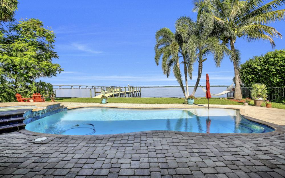 3978 W Riverside Dr, Fort Myers - Water Front Luxury Home 380675646