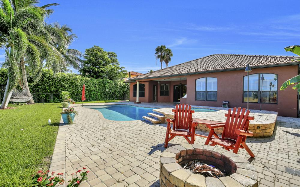 3978 W Riverside Dr, Fort Myers - Water Front Luxury Home 91458545