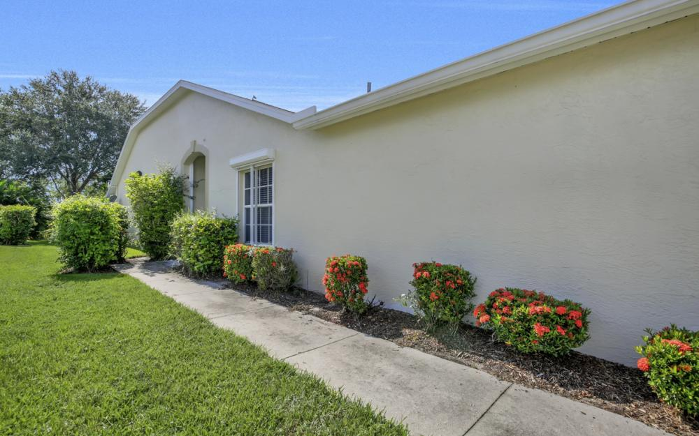 5213 Whitten Dr, Naples - Home For Sale 518077157