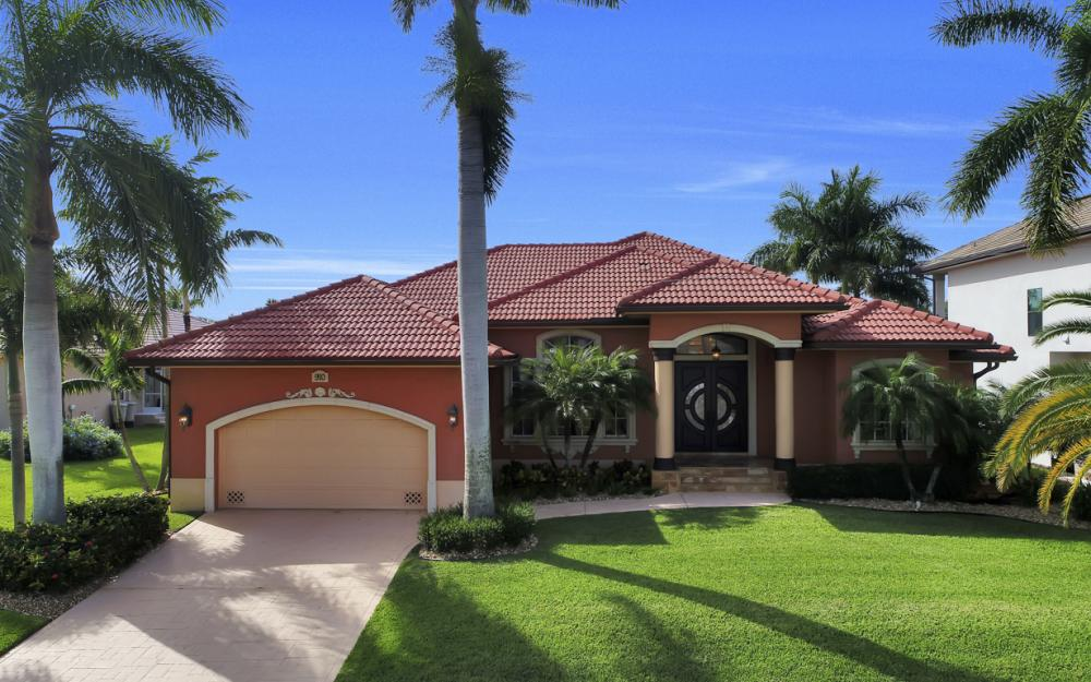 910 Moon Ct, Marco Island - Home For Sale 210994163