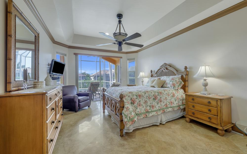 910 Moon Ct, Marco Island - Home For Sale 877790767