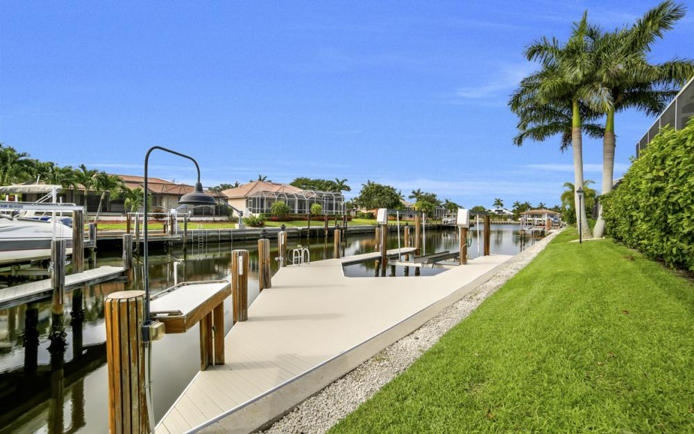 910 Moon Ct, Marco Island - Home For Sale 2007123862