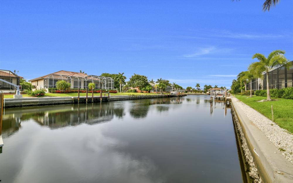 910 Moon Ct, Marco Island - Home For Sale 2009440891