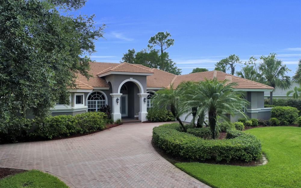 20256 Country Club Dr, Estero - Home For Sale 1021950972