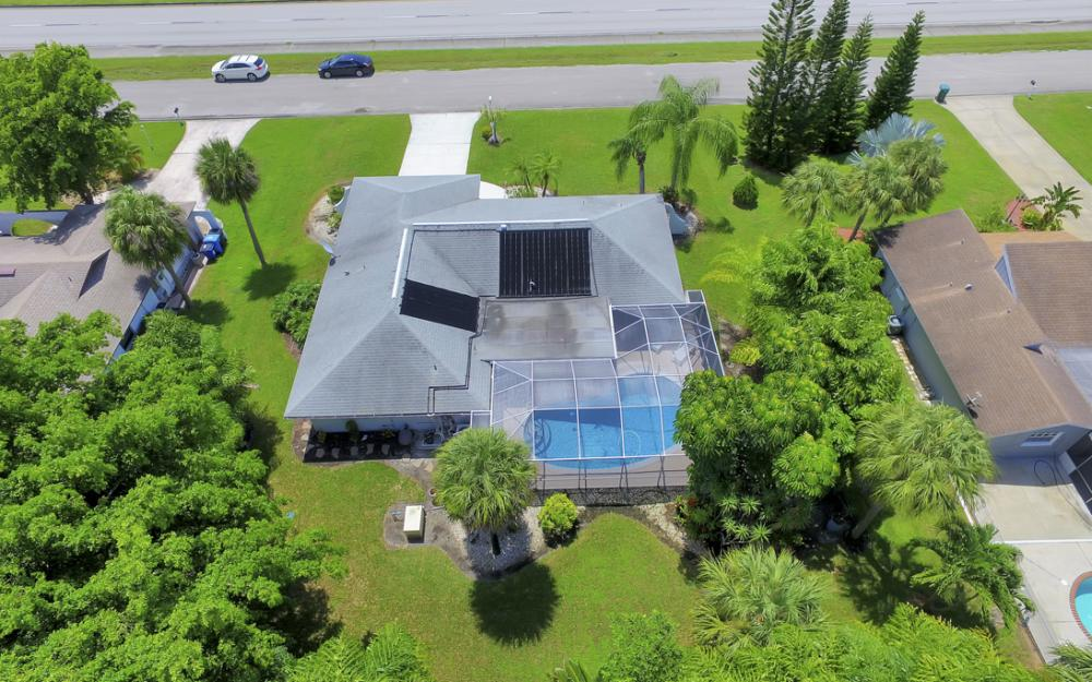 13890 McGregor Blvd, Ft Myers - Home For Sale 1154684298