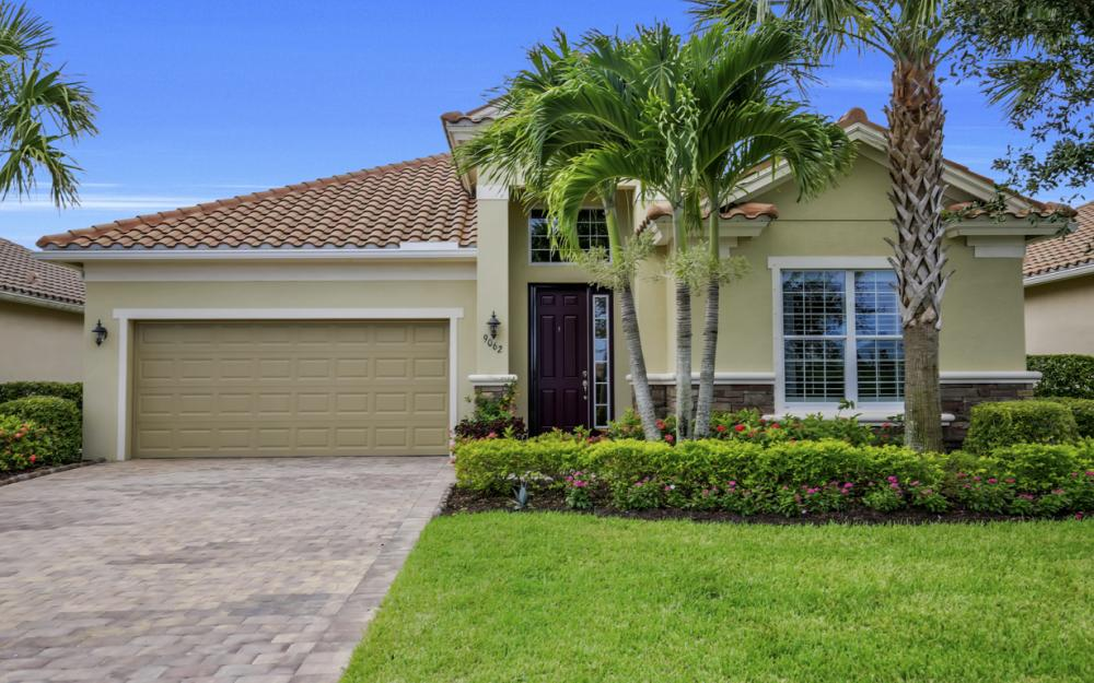 9062 Limestone Ln, Naples - Home For Sale 523333457