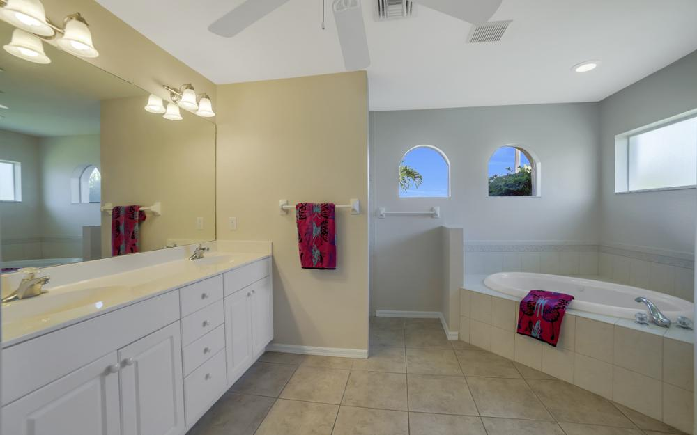 4627 SW 14th Ave, Cape Coral - Home For Sale 1056474475