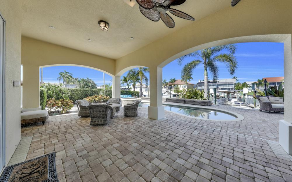 18276 Cutlass Dr, Fort Myers Beach - Home For Sale 1075140484