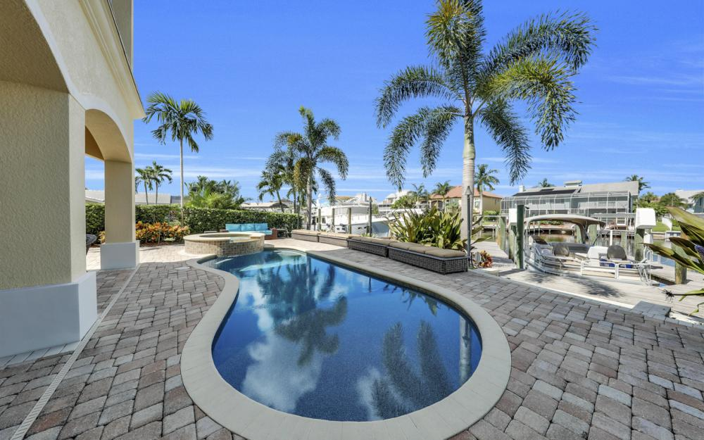 18276 Cutlass Dr, Fort Myers Beach - Home For Sale 513540359