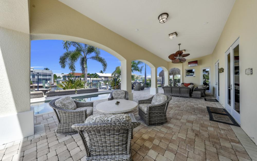 18276 Cutlass Dr, Fort Myers Beach - Home For Sale 763748906