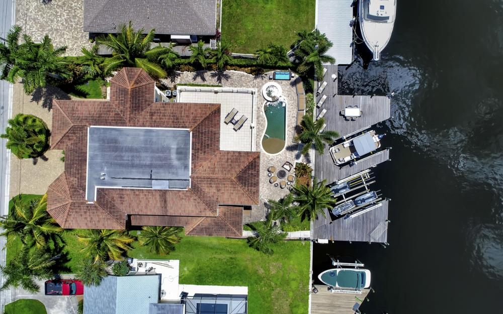 18276 Cutlass Dr, Fort Myers Beach - Home For Sale 581815477