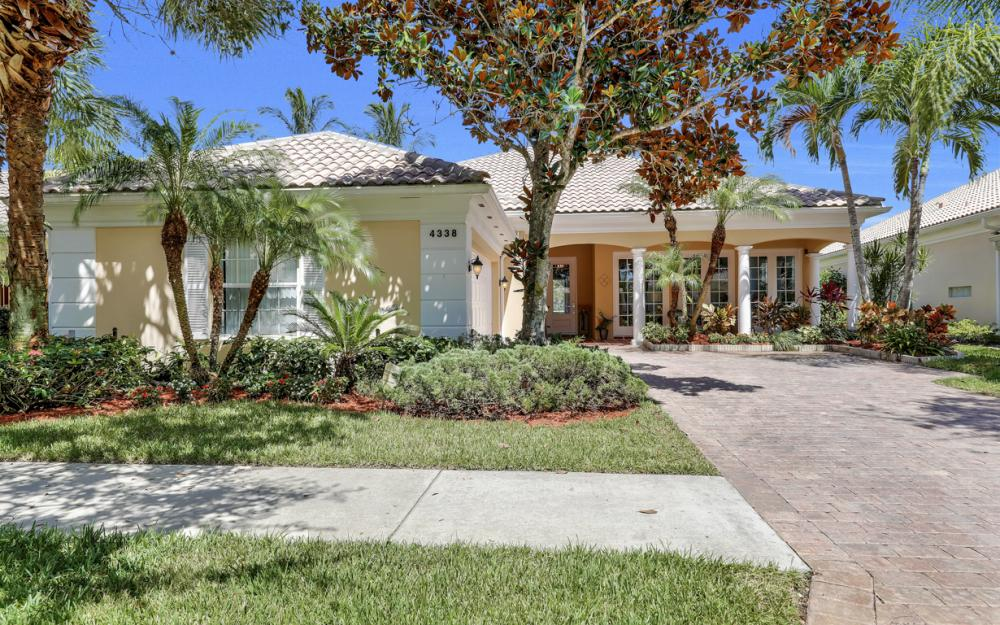 4338 Queen Elizabeth Way, Naples  - Home For Sale 662853995