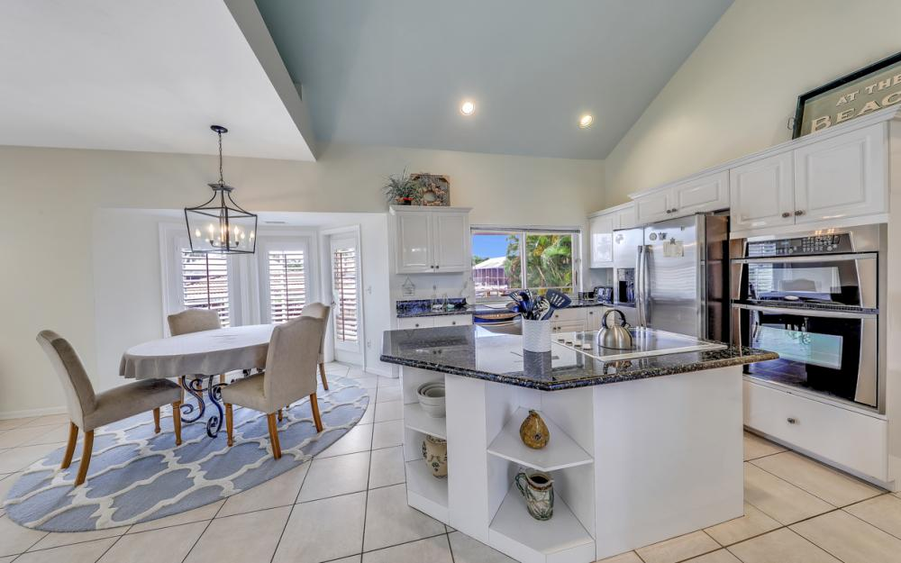 911 Moon Ct, Marco Island - Gulf Access Home For Sale 381984578