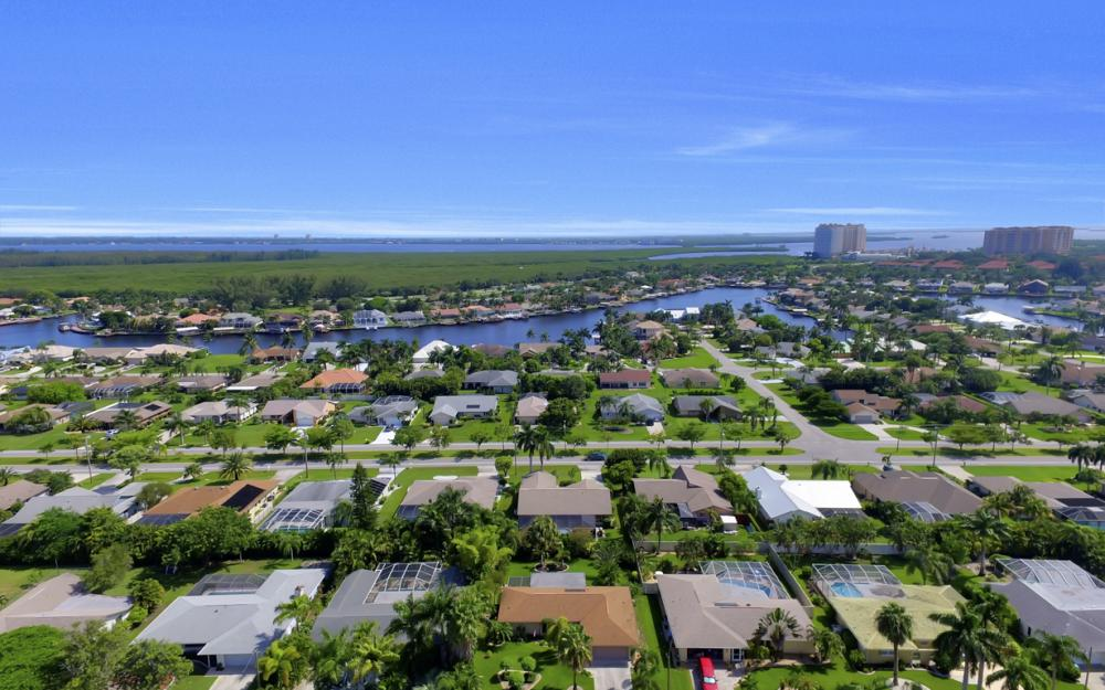 900 SW 54th Ln, Cape Coral - Home For Sale 1887090270