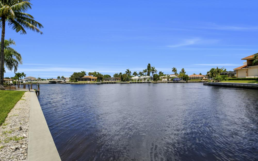 411 Nassau Ct, Marco Island - Home For Sale 1089839010