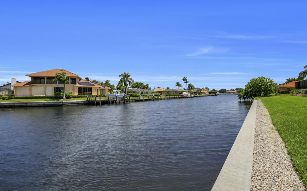 411 Nassau Ct, Marco Island - Home For Sale 2062238944