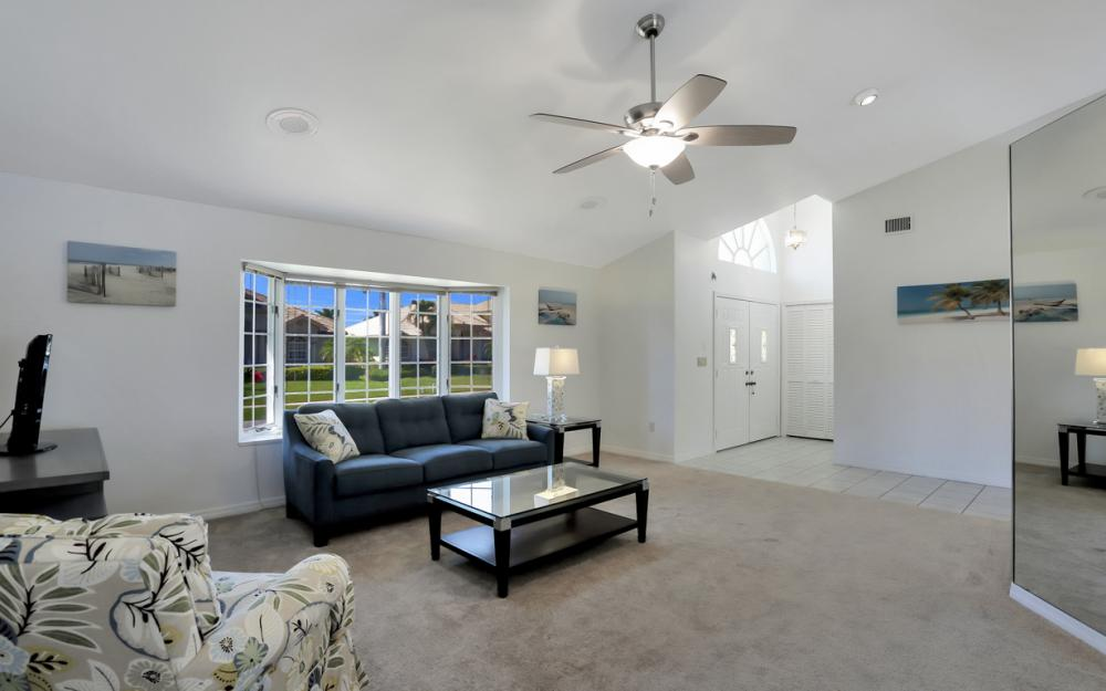 370 Cottage Ct, Marco Island - Home For Sale 334070738