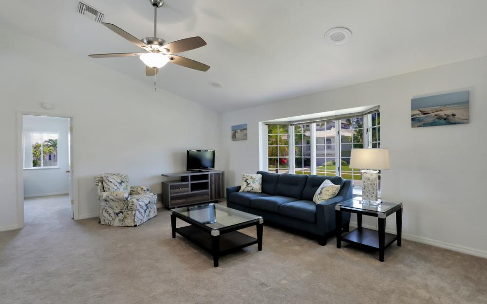 370 Cottage Ct, Marco Island - Home For Sale 880795820