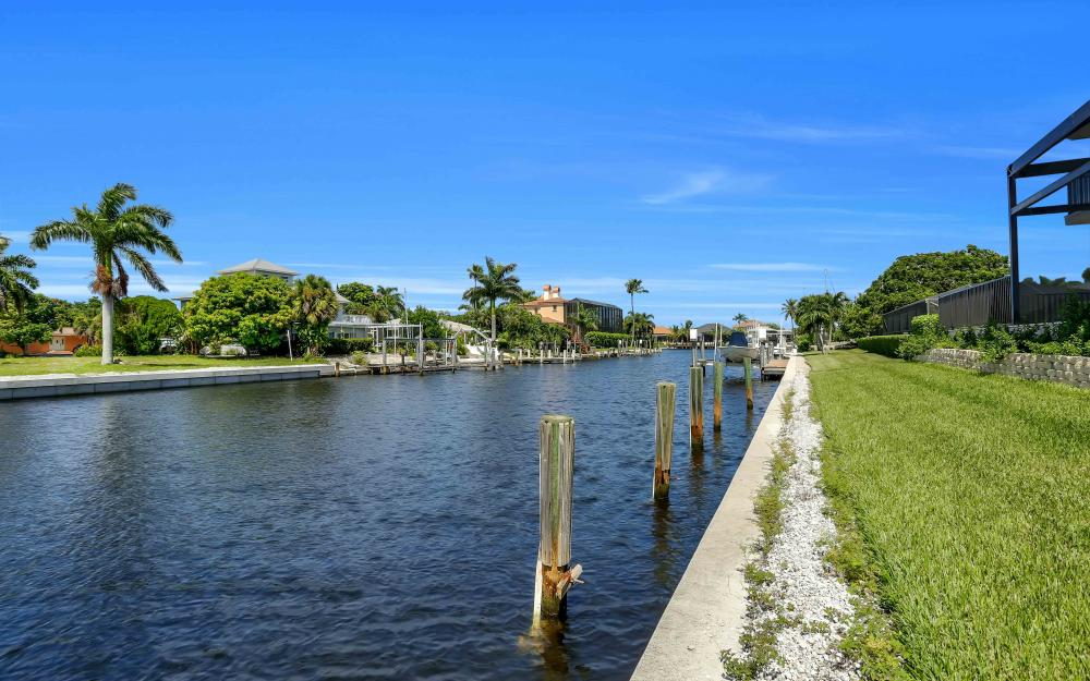 830 Fairlawn Ct, Marco Island - Home For Sale 718319012