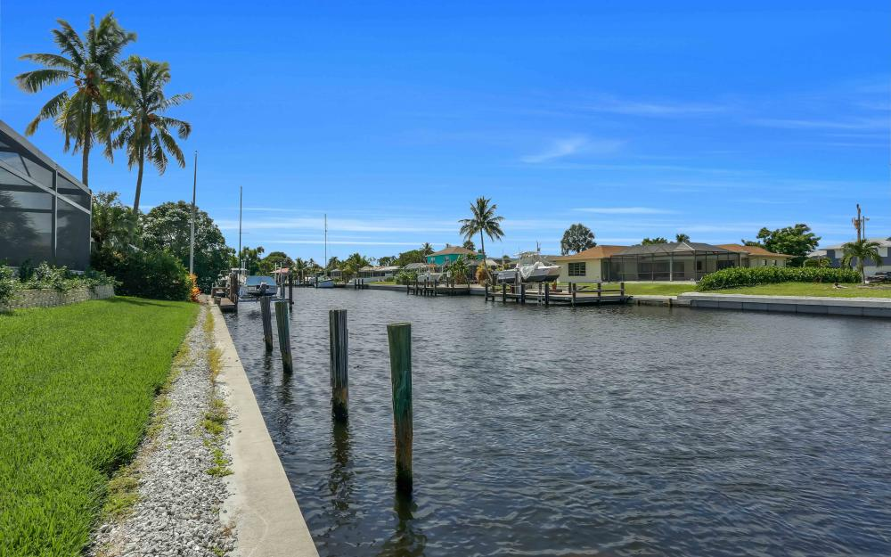 830 Fairlawn Ct, Marco Island - Home For Sale 1999886508
