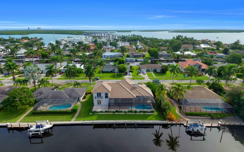 830 Fairlawn Ct, Marco Island - Home For Sale 2146497655