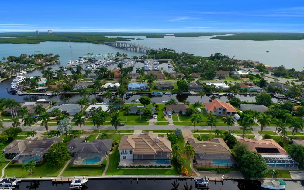 830 Fairlawn Ct, Marco Island - Home For Sale 1989530635