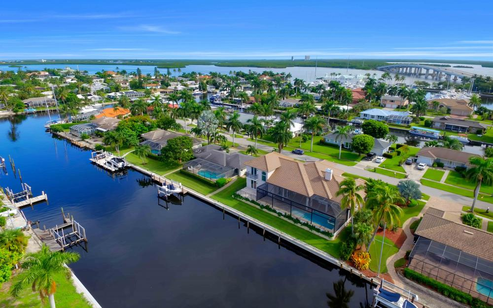 830 Fairlawn Ct, Marco Island - Home For Sale 617192415