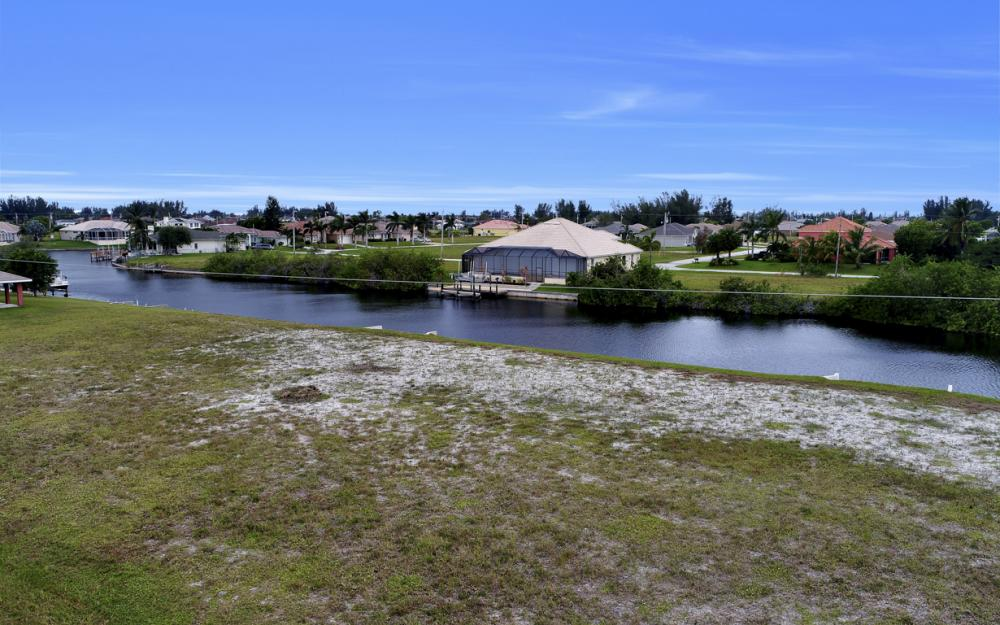 302 NW 32nd Pl, Cape Coral - Lot For Sale 2043706407