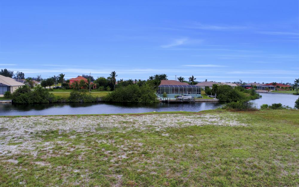 302 NW 32nd Pl, Cape Coral - Lot For Sale 2084033343