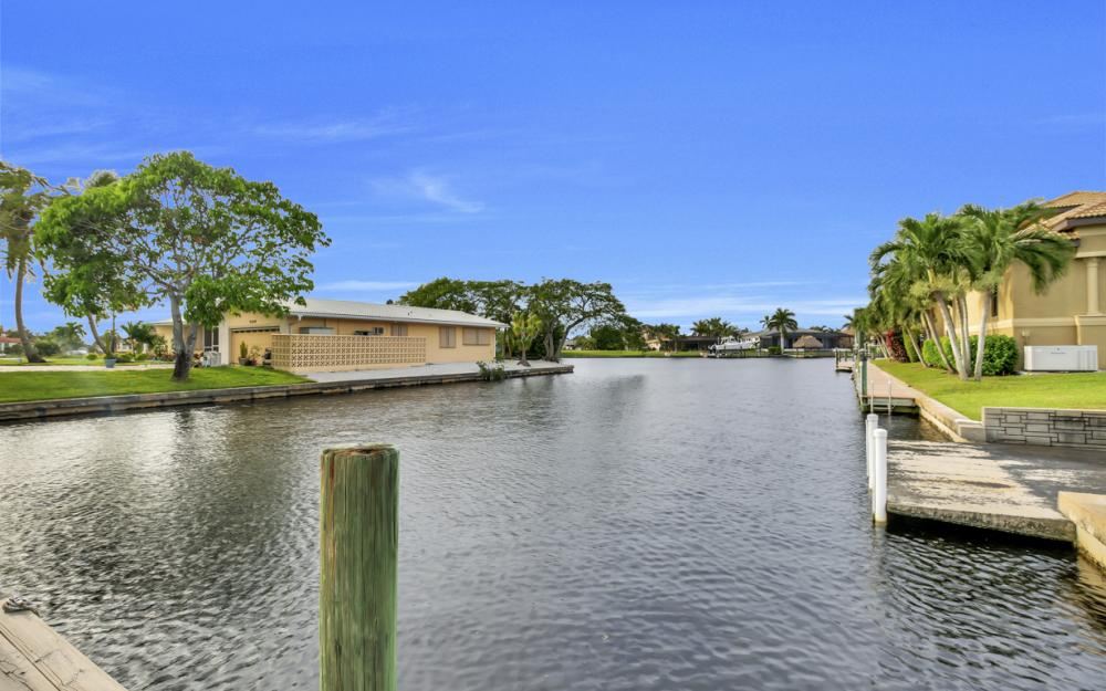5218 Seminole Ct, Cape Coral - Home For Sale 2070810545