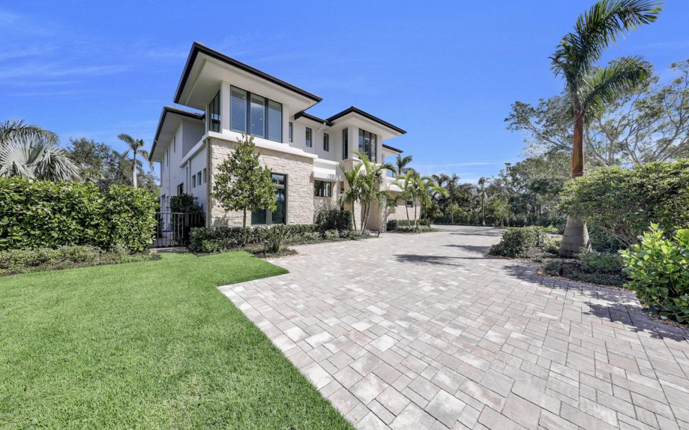 689 Banyan Blvd, Naples - New Luxury Home For Sale 1702828528