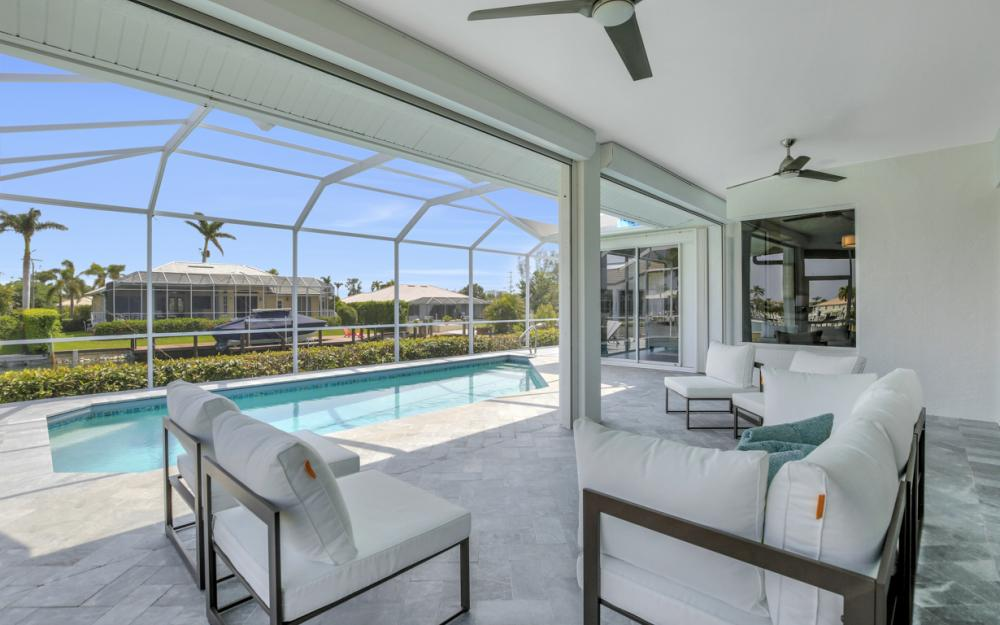 609 Crescent St, Marco Island  - Home For Sale 941913906