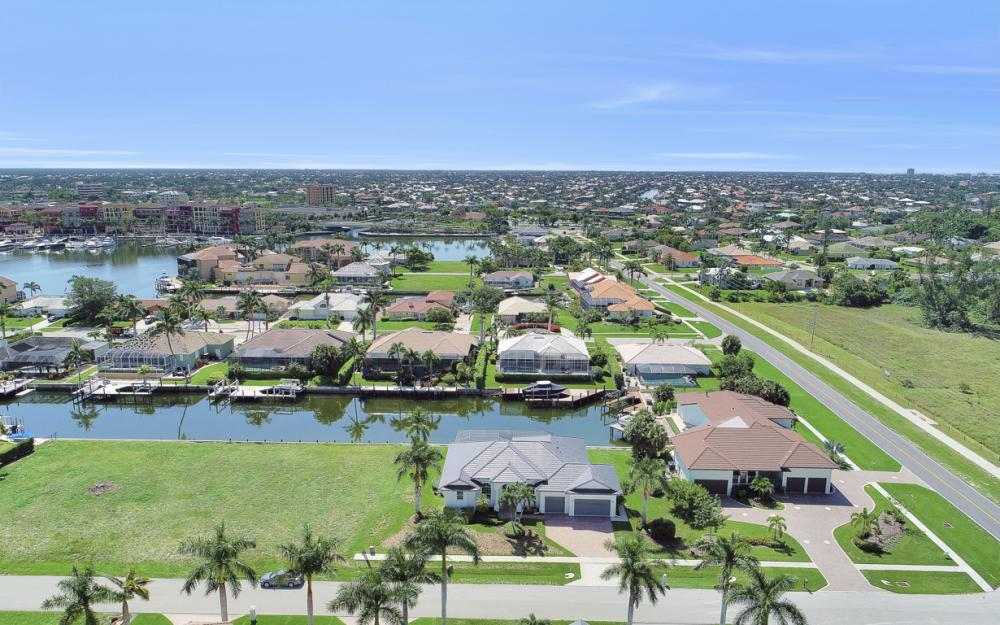 609 Crescent St, Marco Island  - Home For Sale 222575540