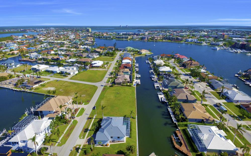 609 Crescent St, Marco Island  - Home For Sale 46904433