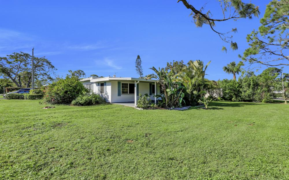 27358 Poinciana Dr, Bonita Springs - Home For Sale 770293805