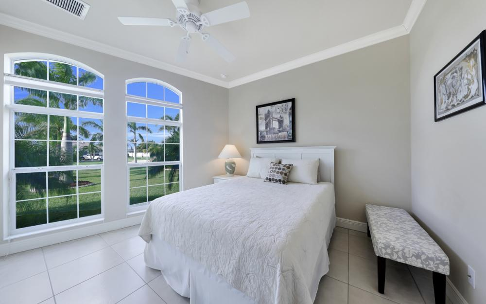 2502 SW 52nd Ln, Cape Coral - Home For Sale 1232673140