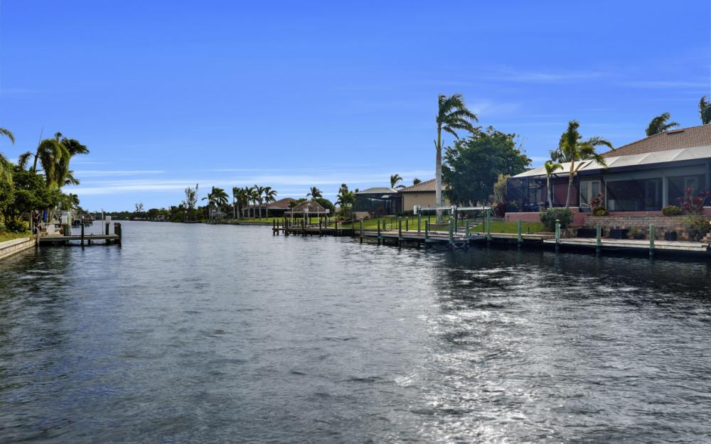 2806 SW 37th Ter, Cape Coral - Home For Sale 674293333