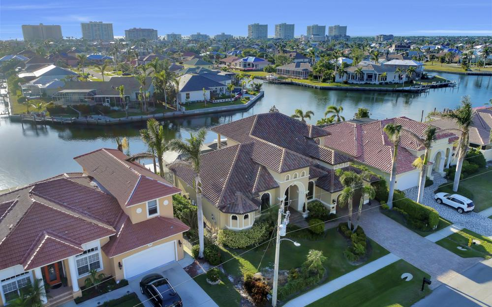 260 Edgewater Ct, Marco Island - Home For Sale 355245128