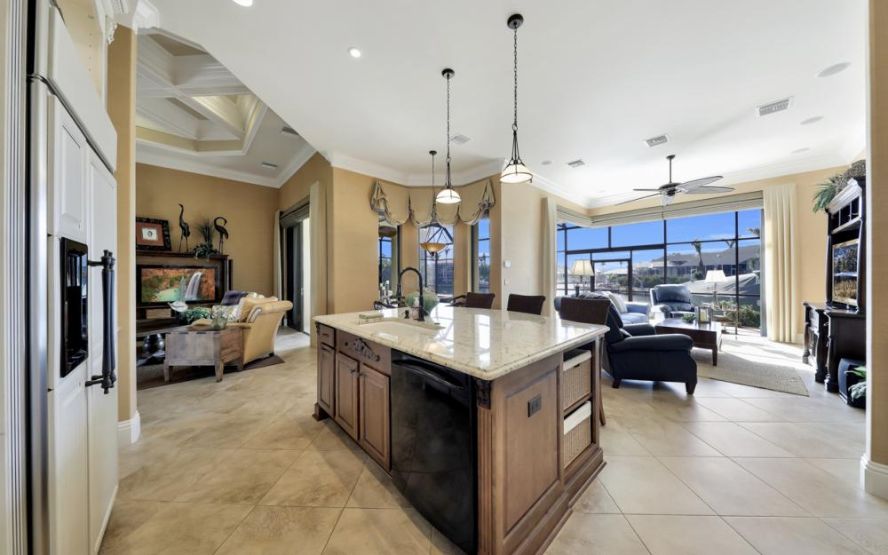 260 Edgewater Ct, Marco Island - Home For Sale 1892843307
