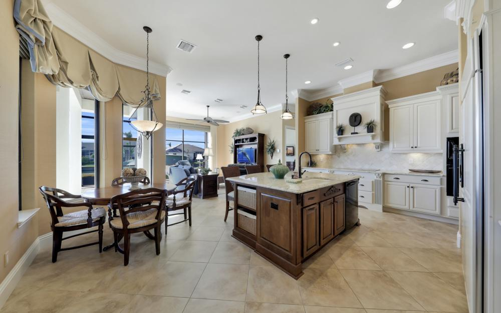 260 Edgewater Ct, Marco Island - Home For Sale 335014807