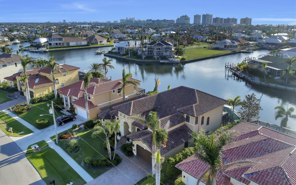 260 Edgewater Ct, Marco Island - Home For Sale 910298417