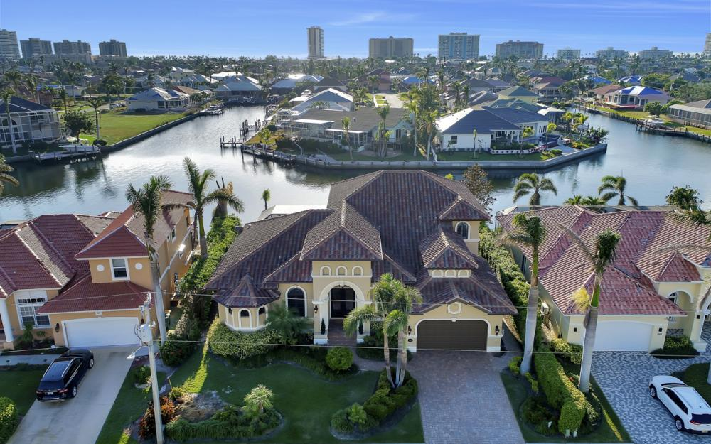 260 Edgewater Ct, Marco Island - Home For Sale 69555748