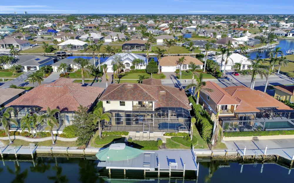 260 Edgewater Ct, Marco Island - Home For Sale 1745517803