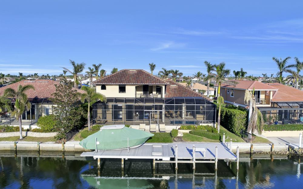 260 Edgewater Ct, Marco Island - Home For Sale 51838318