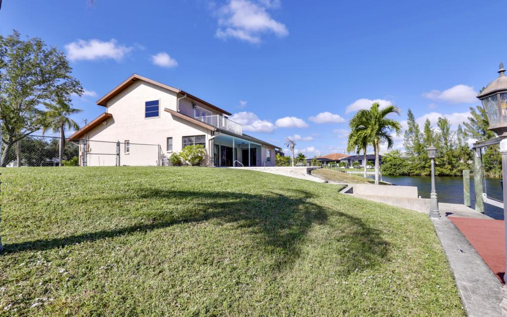 1717 SW 41st St, Cape Coral - Home For Sale 598575963